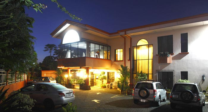 Adventure-Inn-hotel-front