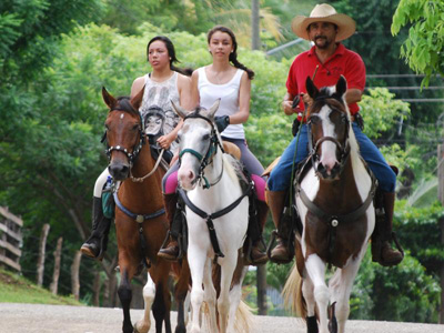 some rourists are enjoying Casagua Horses Tours