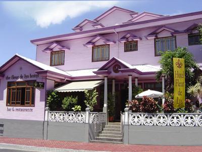 front view of mansion del parque bolivar
